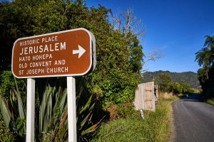 """Christ is Risen, Alleluia, Alleluia!"" – ""Kua ara te Karaiti. Areruia, Areruia!"" Archdiocese of Wellington"