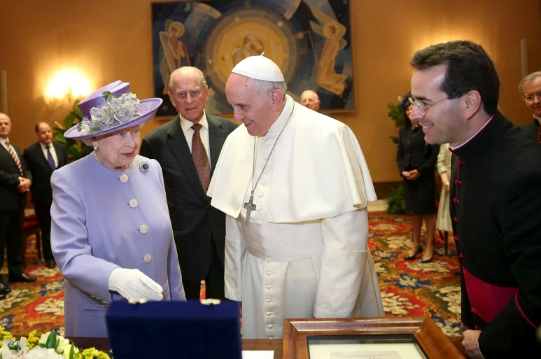 Pope sends condolences to the Queen Archdiocese of Wellington
